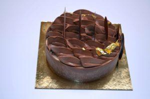 Gâteau glacé - goûts chocolat, vanille et praliné